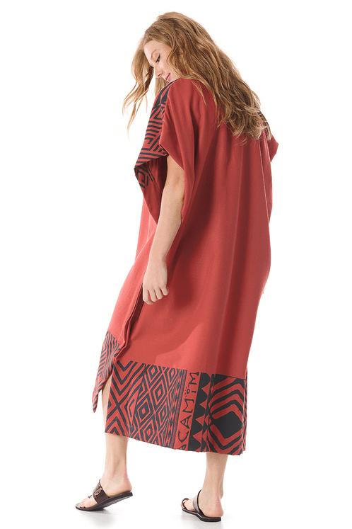 kaftan-vermelho-estampado-yacamim-costas