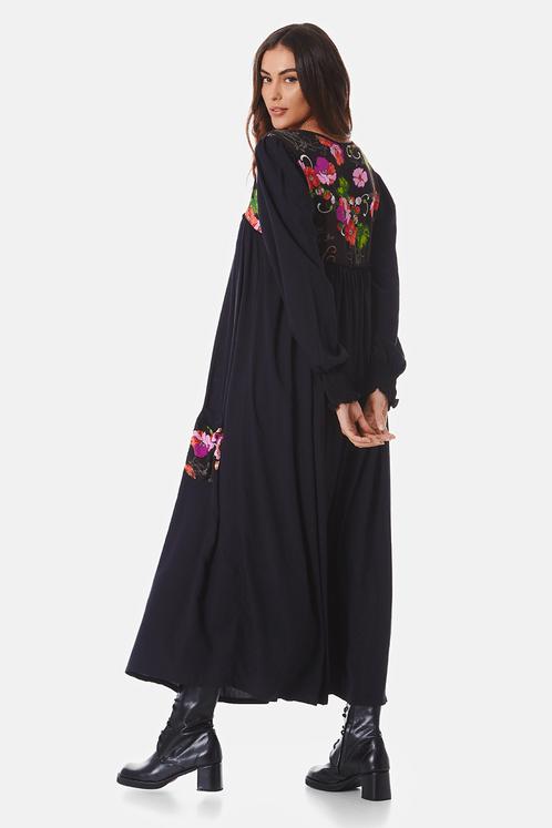 Vestido-Midi-preto-estampado-costas