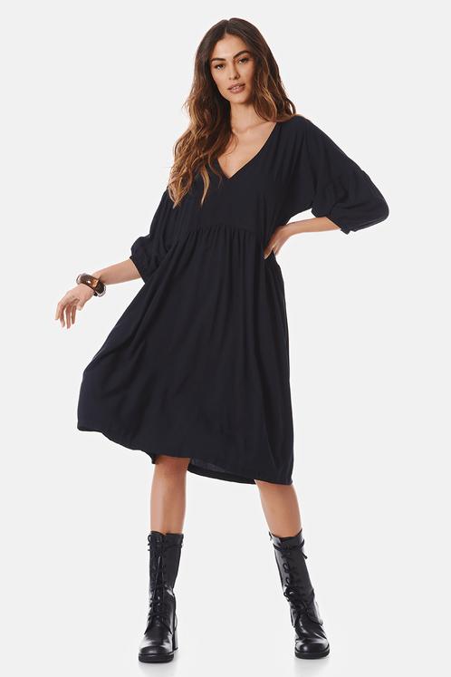 vestido-basico-preto-yacamim-frente